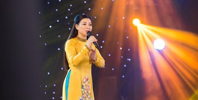 """Ca sĩ Bùi Lê Mận: Luôn mong chờ hàng năm để được đứng trên sân khấu """"Vang mãi giai điệu Tổ Quốc""""  - Ảnh 3."""