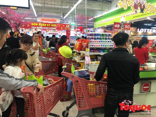 Giáp Tết: Siêu thị ken đặc người dân đi mua sắm - Ảnh 14.