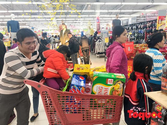 Giáp Tết: Siêu thị ken đặc người dân đi mua sắm - Ảnh 15.