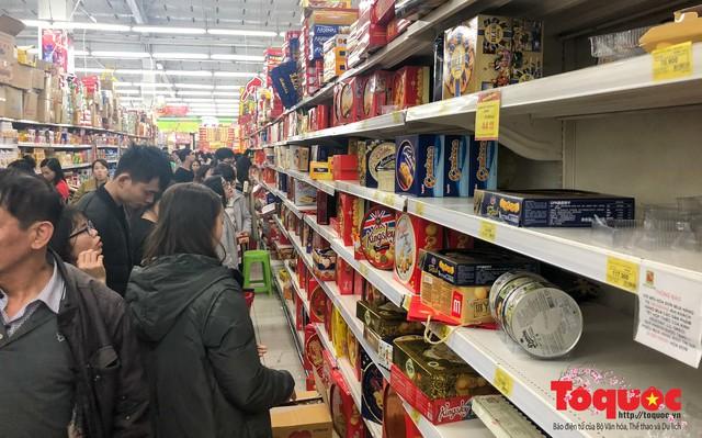 Giáp Tết: Siêu thị ken đặc người dân đi mua sắm - Ảnh 8.