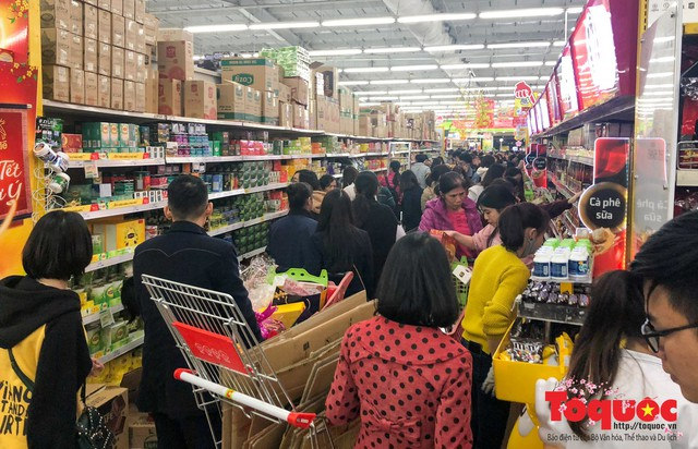 Giáp Tết: Siêu thị ken đặc người dân đi mua sắm - Ảnh 10.