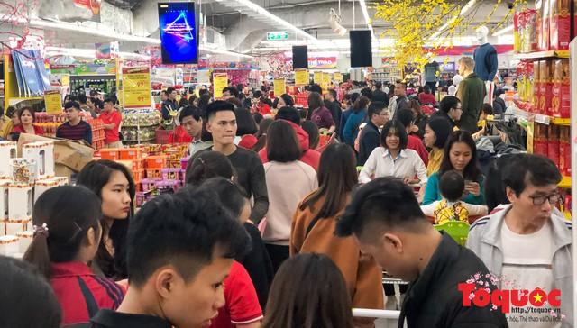 Giáp Tết: Siêu thị ken đặc người dân đi mua sắm - Ảnh 16.