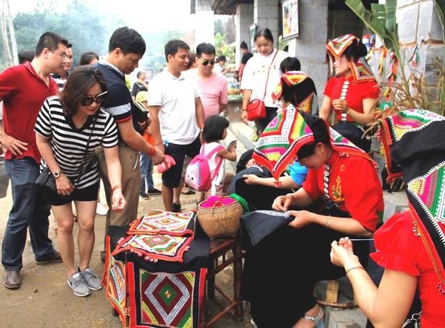 """Ban Quản lý Làng Văn hóa - Du lịch các dân tộc Việt Nam: Mục tiêu đón 660.000 lượt khách tham quan đến với """"Ngôi nhà chung"""" - Ảnh 6."""