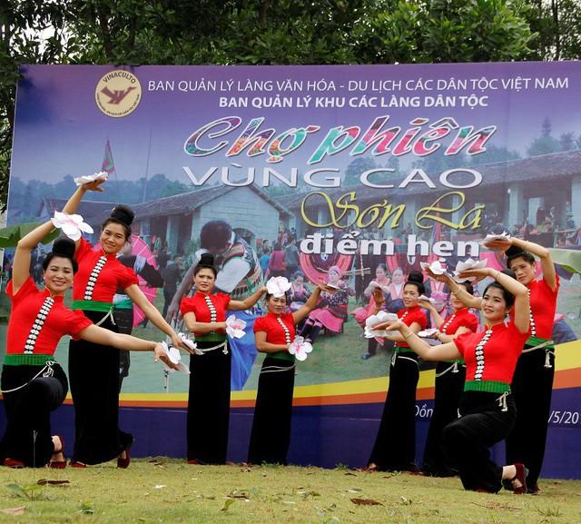 """Ban Quản lý Làng Văn hóa - Du lịch các dân tộc Việt Nam: Mục tiêu đón 660.000 lượt khách tham quan đến với """"Ngôi nhà chung"""" - Ảnh 3."""