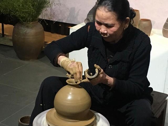 Giữ lửa lò gốm Hương Canh - Ảnh 1.