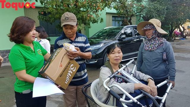Cảm động chuyến xe nghĩa tình chở người bệnh khó khăn xuất viện về quê đón Tết - Ảnh 3.