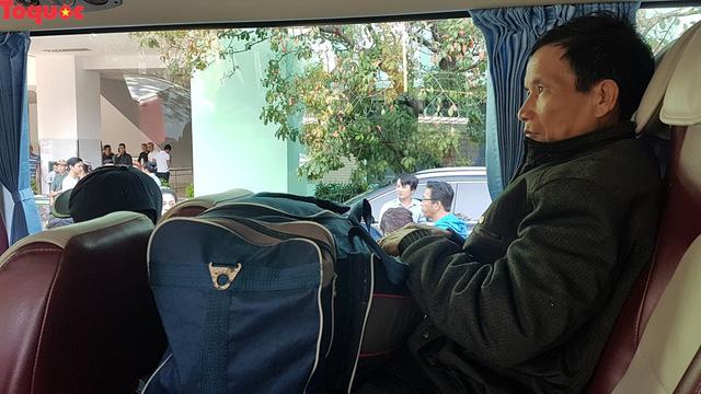 Cảm động chuyến xe nghĩa tình chở người bệnh khó khăn xuất viện về quê đón Tết - Ảnh 7.