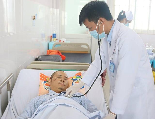 Phẫu thuật 2 tư thế cứu nam thanh niên chấn thương sọ não, vỡ gan do say rượu - Ảnh 1.