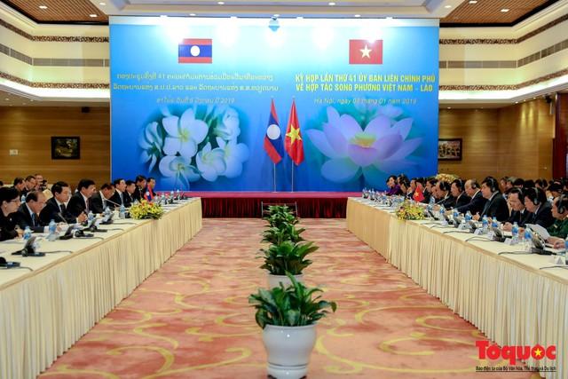 Thủ tướng Nguyễn Xuân Phúc và Thủ tướng CHDCND Lào đồng chủ trì Kỳ họp 41 Ủy ban Liên Chính phủ Việt Nam - Lào - Ảnh 1.