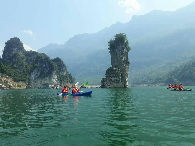 Vẻ đẹp của vịnh Hạ Long trên cạn, hồ Na Hang - Ảnh 2.