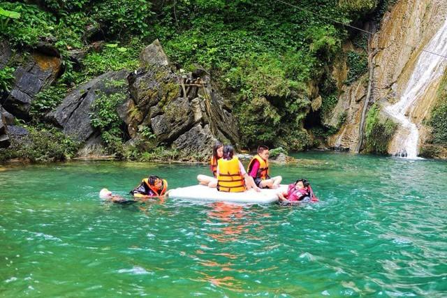 Vẻ đẹp của vịnh Hạ Long trên cạn, hồ Na Hang - Ảnh 4.