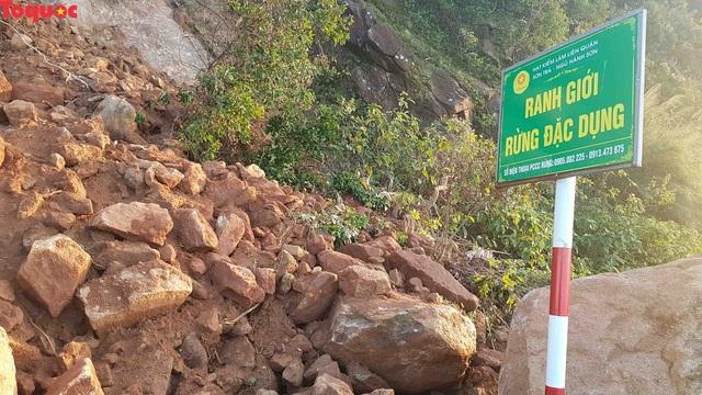 Hình ảnh đất đá sạt lở chắn ngang đường trên bán đảo Sơn Trà - Ảnh 13.