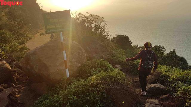 Hình ảnh đất đá sạt lở chắn ngang đường trên bán đảo Sơn Trà - Ảnh 16.