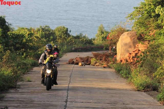 Hình ảnh đất đá sạt lở chắn ngang đường trên bán đảo Sơn Trà - Ảnh 9.