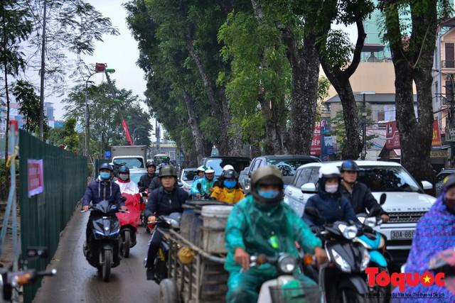 Chặt bỏ cây xanh dọc sông Tô Lịch, mở rộng mặt đường tuyến vành đai 2 - Ảnh 10.