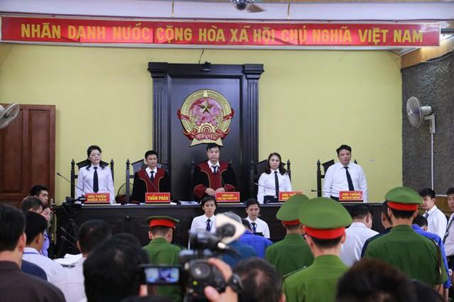 Gian lận thi cử 2018, Sơn La kỷ luật thêm 3 đối tượng trung gian nhờ xem điểm - Ảnh 1.