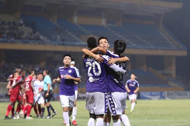 """3 lí do khiến Văn Quyết """"bật"""" khỏi danh hiệu """"Cầu thủ xuất sắc nhất"""" mùa giải - Ảnh 1."""