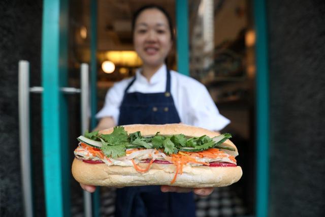 """Báo Hongkong: Bánh mì kẹp Việt Nam """"bùng nổ"""" trên thế giới - Ảnh 1."""