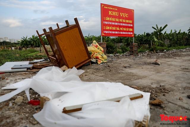 Vấn nạn xả thải trộm tại Hà Đông (Hà Nội): Rác tràn ra cả nửa đường, dân kêu than vì mùi hôi thối nồng nặc - Ảnh 2.