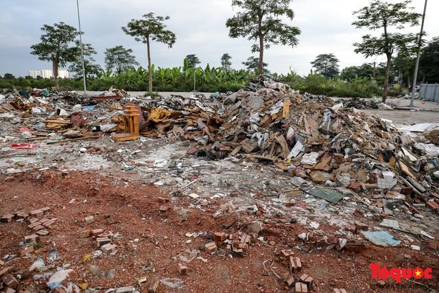 Vấn nạn xả thải trộm tại Hà Đông (Hà Nội): Rác tràn ra cả nửa đường, dân kêu than vì mùi hôi thối nồng nặc - Ảnh 4.