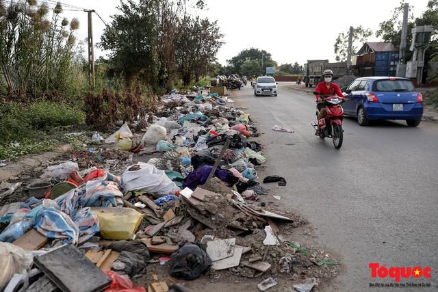 Vấn nạn xả thải trộm tại Hà Đông (Hà Nội): Rác tràn ra cả nửa đường, dân kêu than vì mùi hôi thối nồng nặc - Ảnh 11.