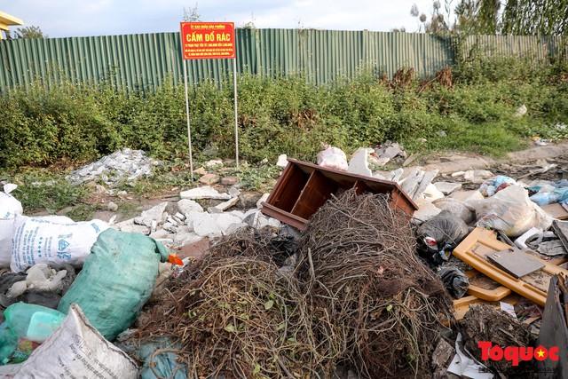 Vấn nạn xả thải trộm tại Hà Đông (Hà Nội): Rác tràn ra cả nửa đường, dân kêu than vì mùi hôi thối nồng nặc - Ảnh 12.