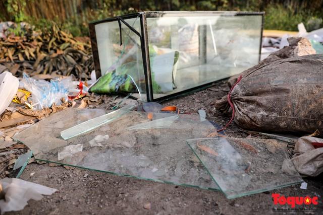 Vấn nạn xả thải trộm tại Hà Đông (Hà Nội): Rác tràn ra cả nửa đường, dân kêu than vì mùi hôi thối nồng nặc - Ảnh 13.