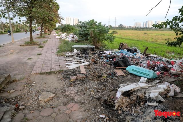 Vấn nạn xả thải trộm tại Hà Đông (Hà Nội): Rác tràn ra cả nửa đường, dân kêu than vì mùi hôi thối nồng nặc - Ảnh 14.