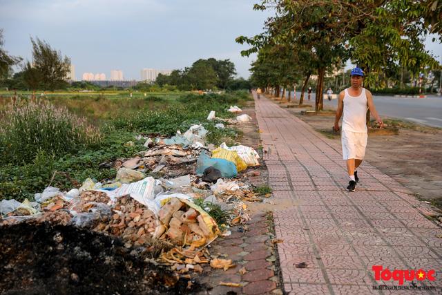 Vấn nạn xả thải trộm tại Hà Đông (Hà Nội): Rác tràn ra cả nửa đường, dân kêu than vì mùi hôi thối nồng nặc - Ảnh 15.