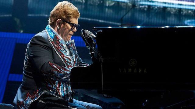 Elton John bất ngờ hoãn concert vì lý do sức khoẻ - Ảnh 1.
