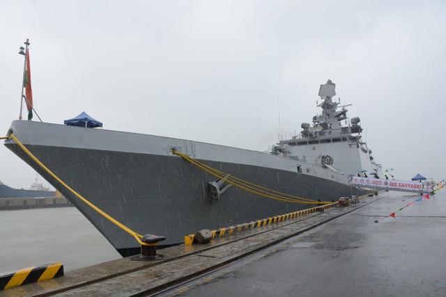 Tàu hải quân Ấn Độ tới Đà Nẵng - Ảnh 1.