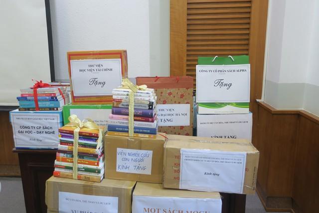 Phát động phong trào tặng sách cho đồng bào dân tộc và học sinh tỉnh Hòa Bình - Ảnh 4.