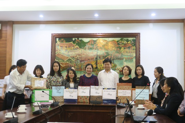 Phát động phong trào tặng sách cho đồng bào dân tộc và học sinh tỉnh Hòa Bình - Ảnh 2.
