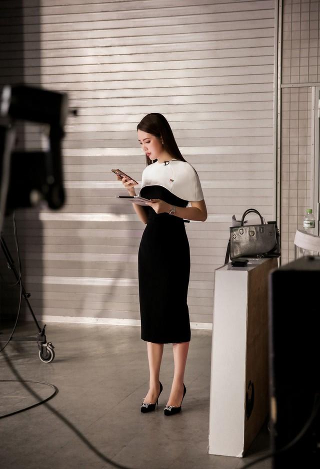 Á hậu Thụy Vân tiết lộ lý do không được phép mặc đồ hở trên VTV - Ảnh 4.