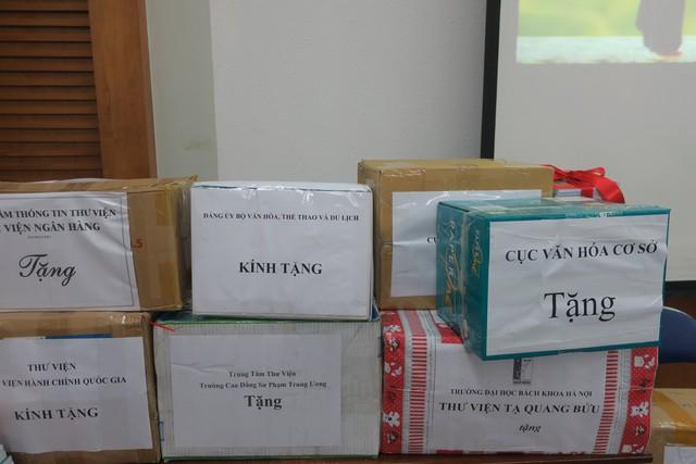 Phát động phong trào tặng sách cho đồng bào dân tộc và học sinh tỉnh Hòa Bình - Ảnh 3.