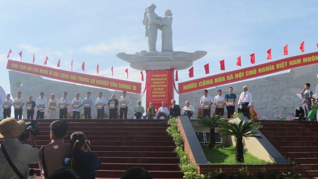 Đồng Tháp khánh thành Tượng đài sự kiện Tập kết 1954 - Ảnh 4.