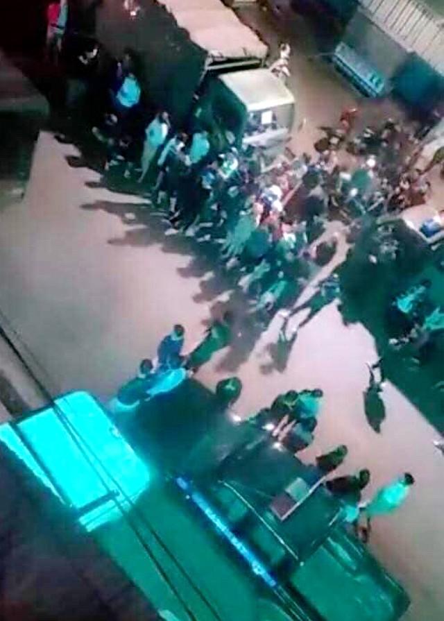 Đột kích quán bar, cảnh sát phát hiện hàng chục người dương tính ma túy   - Ảnh 1.