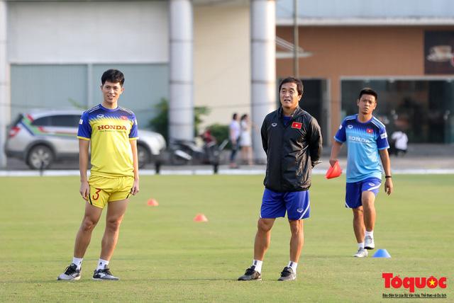 Bác sĩ Choi Ju-young báo cúp đúp tin mừng Đình Trọng, Phan Văn Đức trước thềm SEA Games 30 - Ảnh 1.