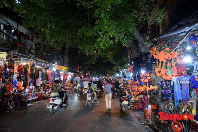 """Hà Nội: Rợn người với phố """"âm phủ"""" mùa Halloween - Ảnh 1."""