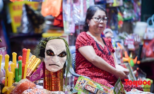 """Hà Nội: Rợn người với phố """"âm phủ"""" mùa Halloween - Ảnh 4."""