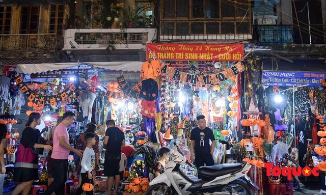 """Hà Nội: Rợn người với phố """"âm phủ"""" mùa Halloween - Ảnh 3."""