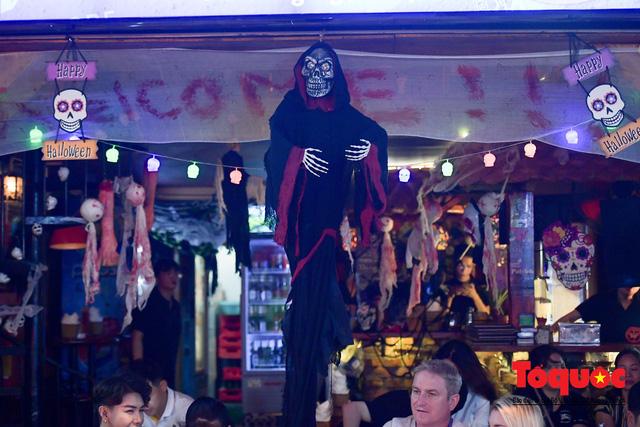 """Hà Nội: Rợn người với phố """"âm phủ"""" mùa Halloween - Ảnh 17."""