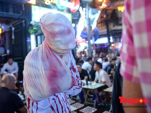 """Hà Nội: Rợn người với phố """"âm phủ"""" mùa Halloween - Ảnh 16."""