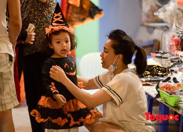 """Hà Nội: Rợn người với phố """"âm phủ"""" mùa Halloween - Ảnh 7."""