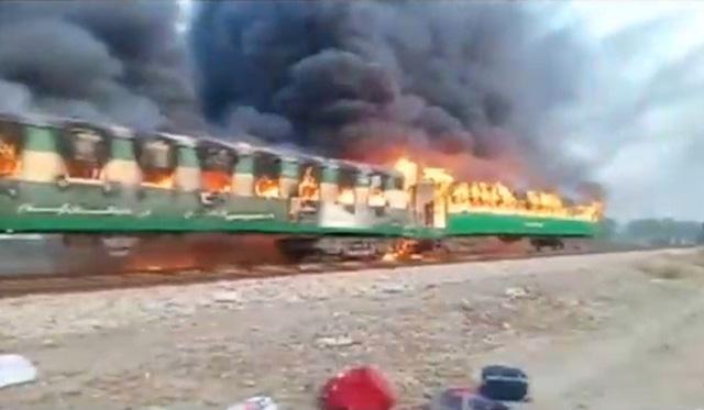 Pakistan: Thảm kịch đường sắt chỉ vì đem bếp gas nấu ăn lậu trên tàu - Ảnh 1.