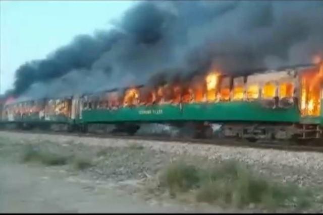 Pakistan: Thảm kịch đường sắt chỉ vì đem bếp gas nấu ăn lậu trên tàu - Ảnh 3.