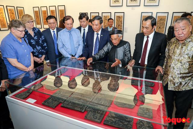 """Khai mạc triển lãm """"Tranh dân gian Đông hồ xưa và nay"""": Trưng bày hơn 100 hiện vật của tranh dân gian Đông Hồ - Ảnh 9."""