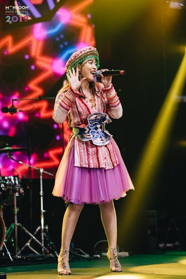 Hoàng Thùy Linh biểu diễn trong Lễ hội âm nhạc quốc tế gió mùa - Ảnh 2.