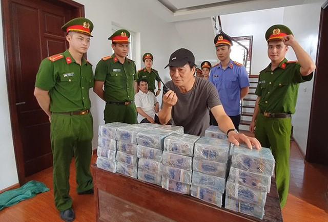 """NSND Khải Hưng tức giận khi Việt Anh đang quay phim bỏ đi """"đập mặt, đập mũi"""" - Ảnh 1."""
