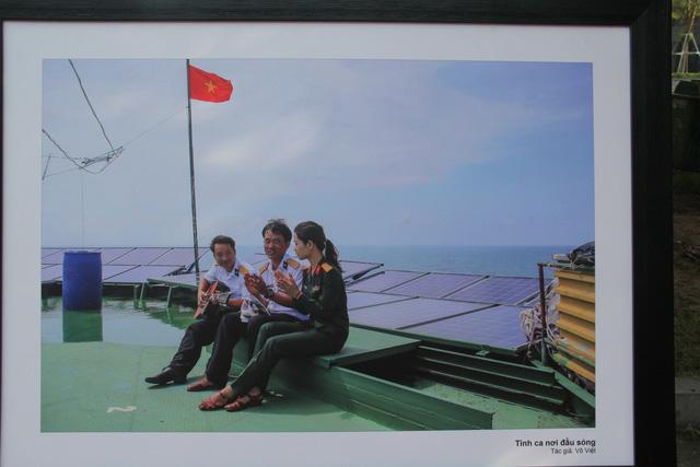 """Triển lãm ảnh """"Nơi đầu sóng"""" tại Đại học Văn hóa Hà Nội - Ảnh 9."""